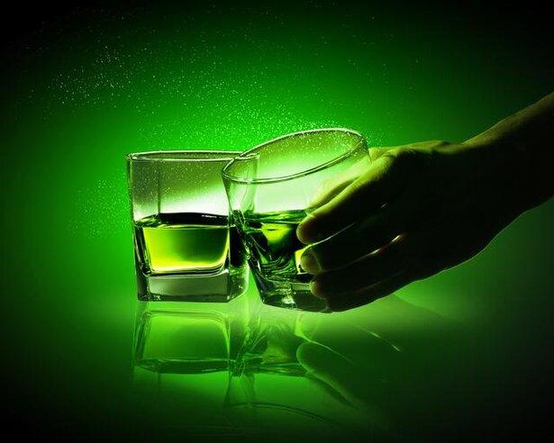 もとは毒味のためだった!? 乾杯でグラスをぶつける意外な理由とは?/毎日雑学1