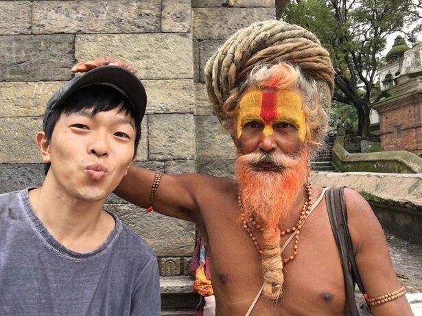 ネパールにて。サドゥ(ヒンズーの修行僧)との一枚