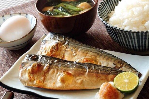 肩こりの解消に良い食べ物、実はとある魚に効果あり/毎日雑学
