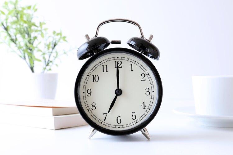 時計の針は、なぜ右回りなのか。